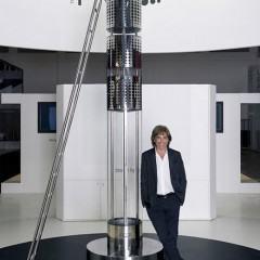 iPhone Dock com 3 Mts de Altura por 1 Milhão de Reais, uma Criação de Jean Michel Jarre!