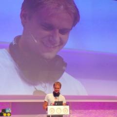Philips apresenta controle M1X-DJ criado em parceria com Armin Van Buuren