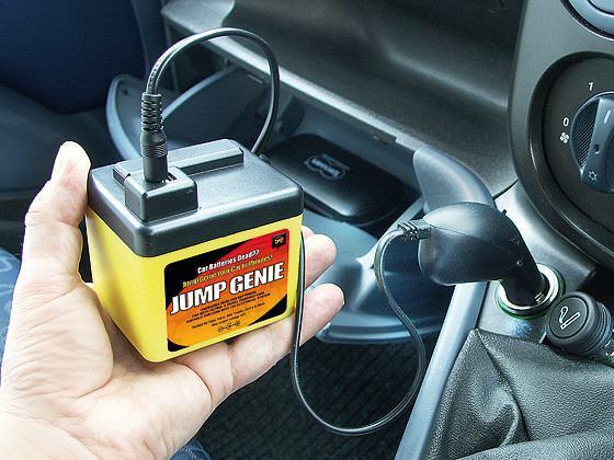 Jump Genie liga o seu carro sem bateria sem perturbar seus vizinhos