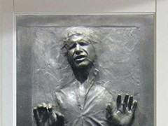 Adesivo coloca Han Solo congelado em Carbonite na porta do seu quarto