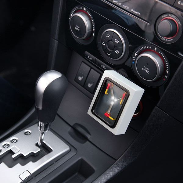 Flux-Capacitor-Car-Charger-02