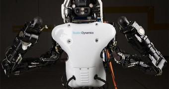 Robô Atlas da DARPA tem 75% das peças remodeladas e funciona com bateria recarregável
