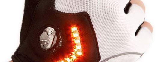 Zackees, uma luva com luzes LED para ciclistas