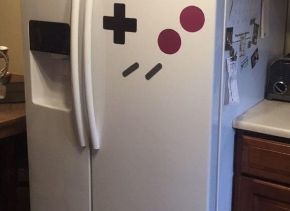 Imã transforma geladeira em um Game Boy!