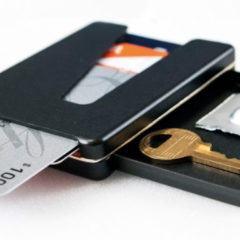 Vessel, uma carteira de alumínio para cartões e dinheiro, com compartimento para chaves