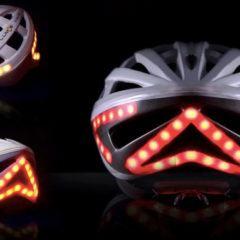 Capacete para ciclistas com seta e luzes de freio é finalmente entregue no Kickstarter