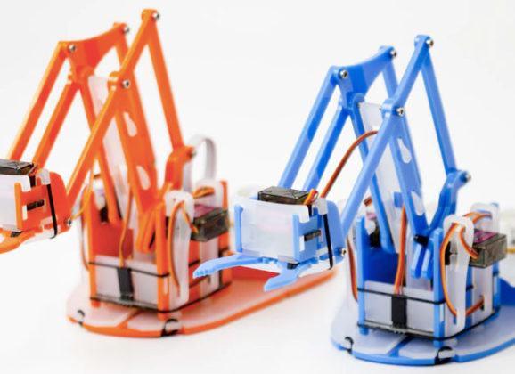 MeArm Pi, um braço robótico (com dois joysticks) para montar com as crianças!