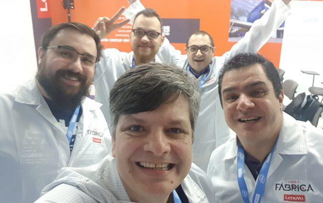 Com os amigos na fábrica da Lenovo Brasil.