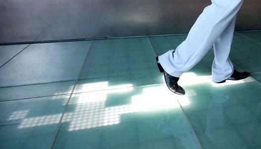 Sensacell, Um Chão com LEDs Interativos que Seguem o seu Rastro