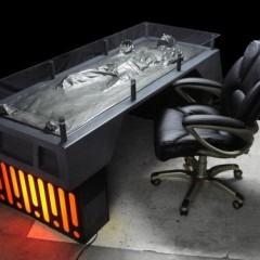 Uma Mesa com o Han Solo Congelado em Carbonite!