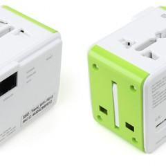 Um adaptador para tomadas de energia com roteador Wi-Fi