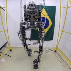 Vai ter Copa sim: voluntário dá seus primeiros passos com exoesqueleto de Miguel Nicolelis