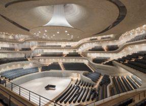 Uma sala de concertos com acústica projetada por algoritmos